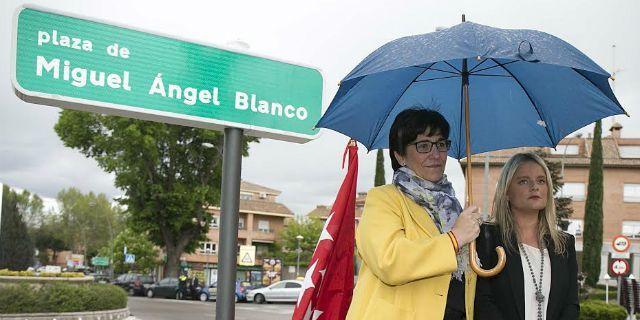 Homenaje a Miguel Ángel Blanco dedicándole una plaza el día de su nacimiento