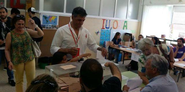 Bascuñana vota en el San José Obrero