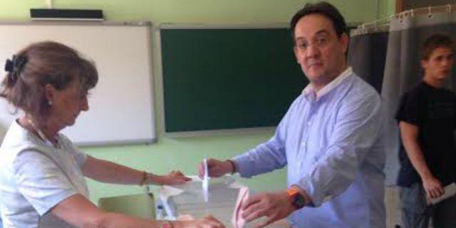Miguel Ángel Berzal votó en el colegio Las Acacias