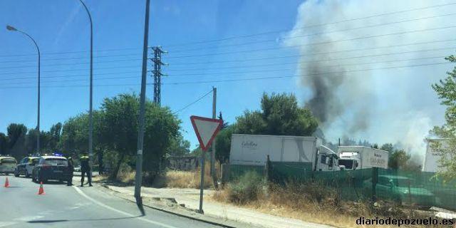 Arde un camión en un descampado de Pozuelo